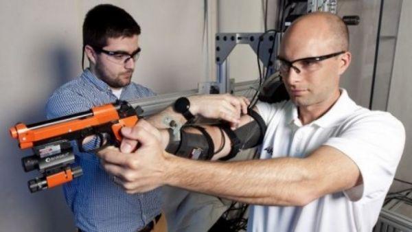 جهاز جديد يوقف ارتعاش أذرع الجنود عند التصويب تمامًا - University Journal