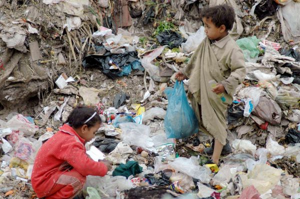 زيادة الإصدار النقدي في اليمن تُشعل التضخّم (تقرير) - صحيفة الجامعة
