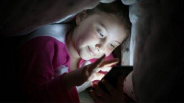 """الأجهزة الذكية """"بحاجة لخاصية السرير"""" للمساعدة على النوم - University Journal"""