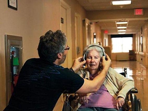 الموسيقى تساعد المرضى على الشفاء بعد العمليات الجراحية - صحيفة الجامعة