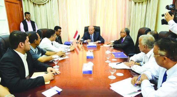 الحوثيون يوقفون المستحقات المالية للمحافظات المحررة - صحيفة الجامعة