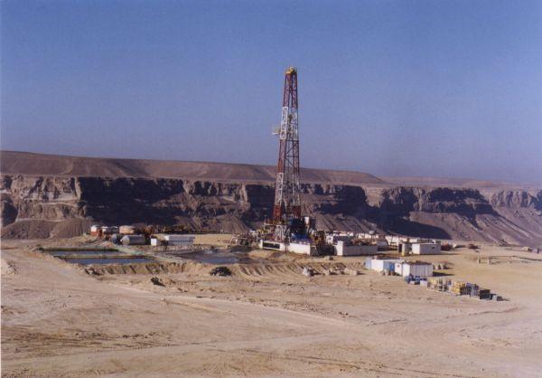إنتهاء عقود الشركات يُفاقم مشاكل النفط في اليمن - صحيفة الجامعة