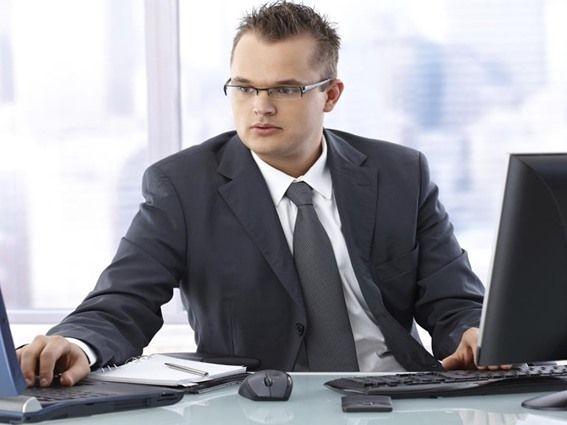 خمس نصائح للحفاظ على العينين من أضرار الكمبيوتر - صحيفة الجامعة