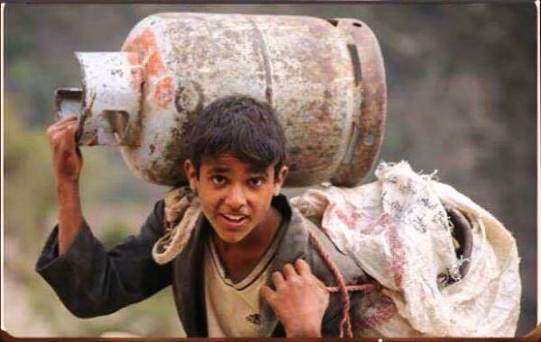 الشاعر ياسين البكالي يفوز بجائزة محلية في قصيدة علق بها على صورة لفتى من تعز (صورة) - صحيفة الجامعة