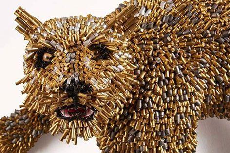فنان كولومبي يحول آلاف الطلقات النارية إلى أعمال فنية بديعة  (صور) - صحيفة الجامعة