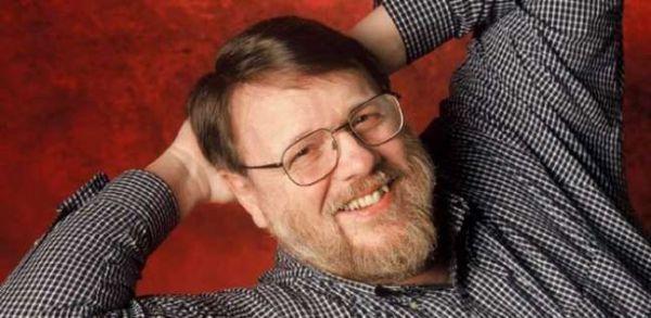 """وفاة مخترع البريد الإلكتروني """"ري توملي نسون"""" - صحيفة الجامعة"""
