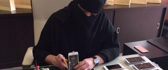 سعودية تكسر احتكار الرجال لصيانة الجوالات.. هذه قصتها - صحيفة الجامعة
