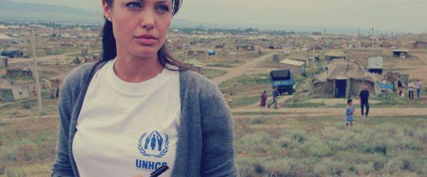 خمسة مشاهد من حياة «نجمة تنتظر الموت»: أرسلت خطاب وداع لـ«براد بيت» من أفغانستان - صحيفة الجامعة