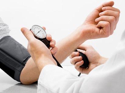 8 طرق طبيعية لعلاج ارتفاع ضغط الدم - صحيفة الجامعة