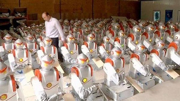"""الروبوتات تجرد 60 ألف عامل في صانعة """"آيفون"""" من وظائفهم - صحيفة الجامعة"""