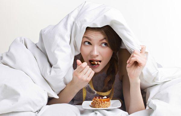 احذر..تناول الطعام بعد الثامنة مساءً يزيد وزنك - صحيفة الجامعة