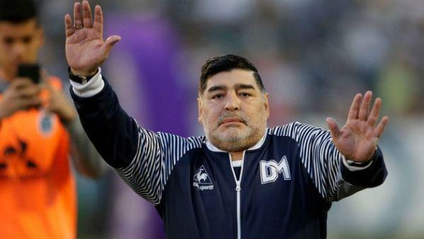 """الموت يغيب أسطورة كرة القدم الأرجنتيني """"مارادونا"""" - University Journal"""