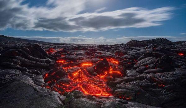 مصور عُماني يوثق الحمم البركانية في أكبر جزر هاواي بمشهد مهيب - University Journal