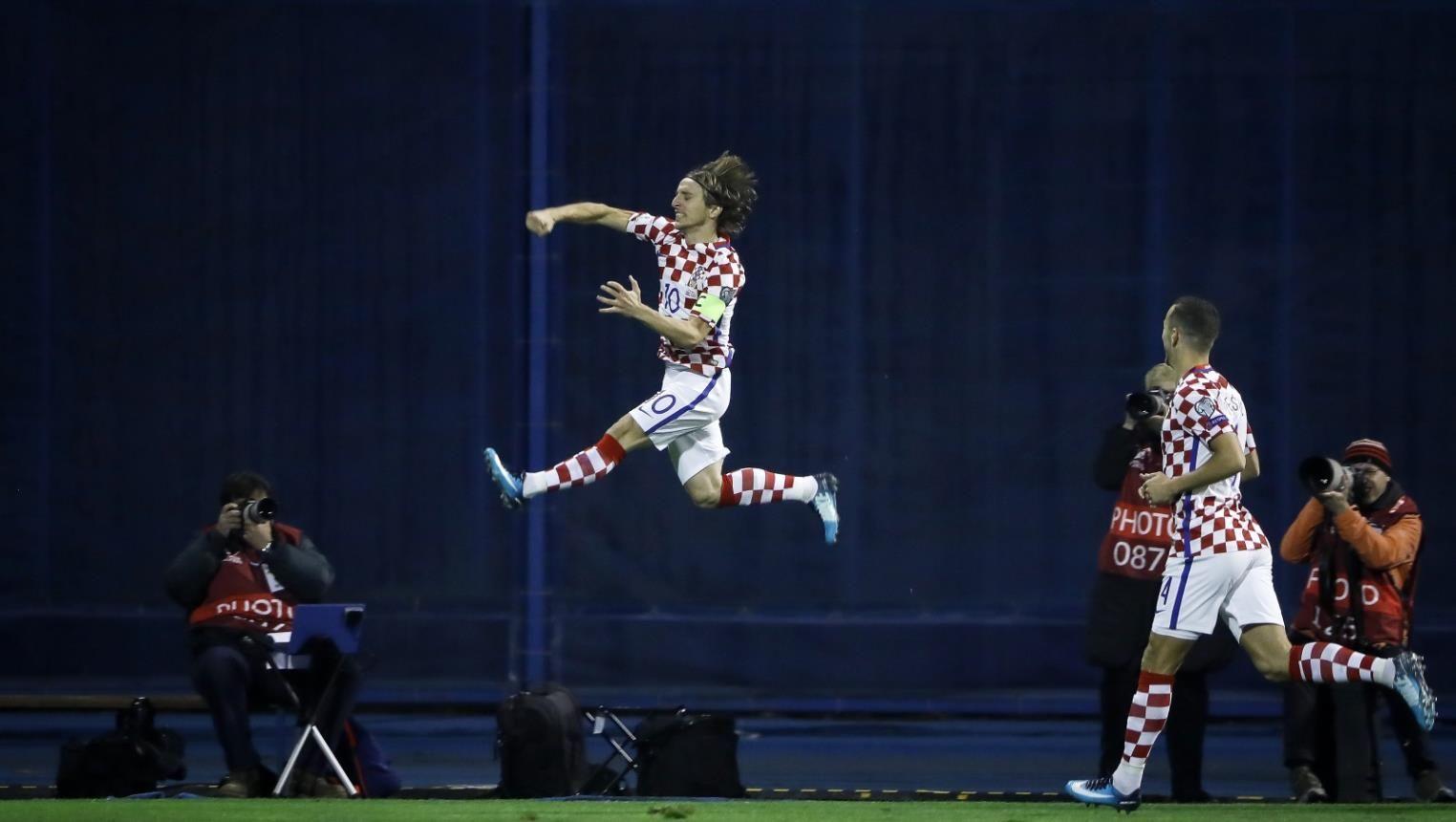 كرواتيا وسويسرا قاب قوسين من مونديال روسيا - صحيفة الجامعة