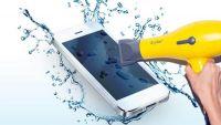 خبراء يحذرون من استخدام مجفف الشعر في تجفيف الهواتف المبتلة