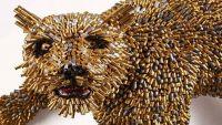 فنان كولومبي يحول آلاف الطلقات النارية إلى أعمال فنية بديعة  (صور)