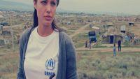 خمسة مشاهد من حياة «نجمة تنتظر الموت»: أرسلت خطاب وداع لـ«براد بيت» من أفغانستان