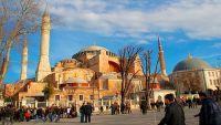 """آلاف المسلمين بإسطنبول يطالبون بفتح مسجد """"آيا صوفيا"""" لتأدية الصلاة فيه في ذكرى فتح القسطنطينية"""
