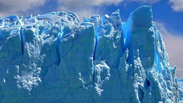 علماء جيولوجيا يعثرون على 91 بركانًا تحت الجليد في القارة القطبية الجنوبية
