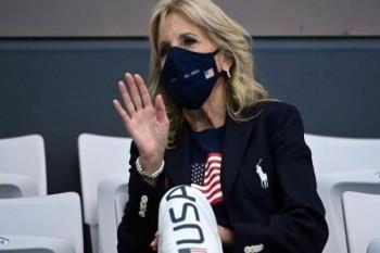 """سيدة أمريكا الأولى تخضع لإجراء طبي """"ناجح"""" في القدم بعد إصابتها بجرح غائر"""