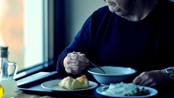 10 علامات للتسمم الغذائي.. وطرق الوقاية والعلاج - صحيفة الجامعة
