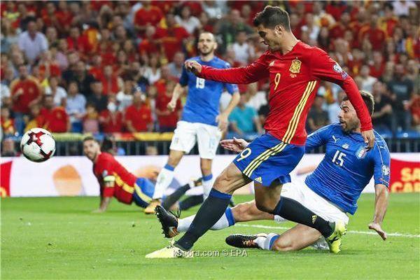إسبانيا تهزم إيطاليا بثلاثية وتقترب من مونديال روسيا - صحيفة الجامعة