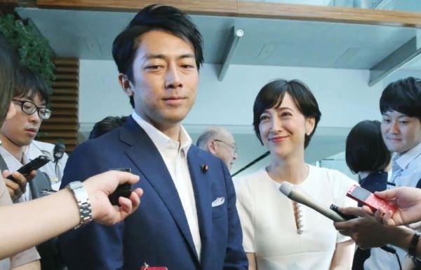 وزير ياباني يأخذ إجازة من أجل الاعتناء بمولوده الجديد - صحيفة الجامعة