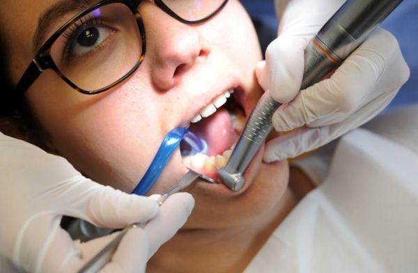 تعرف على 7 طرق منزلية لتبييض الأسنان - University Journal