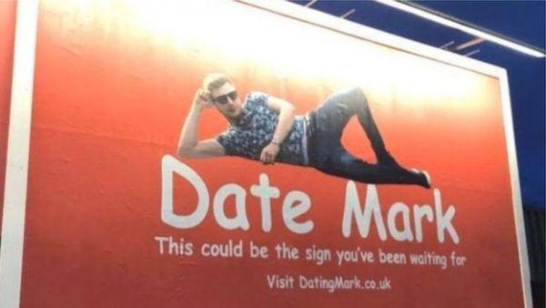 بريطاني يستأجر لوحة إعلانية ضخمة في الطريق بحثا عن عروس - صحيفة الجامعة