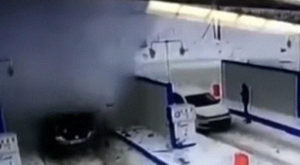 شاهد - انفجار سيارة بعد لحظات من توقفها للتزود بالوقود - University Journal