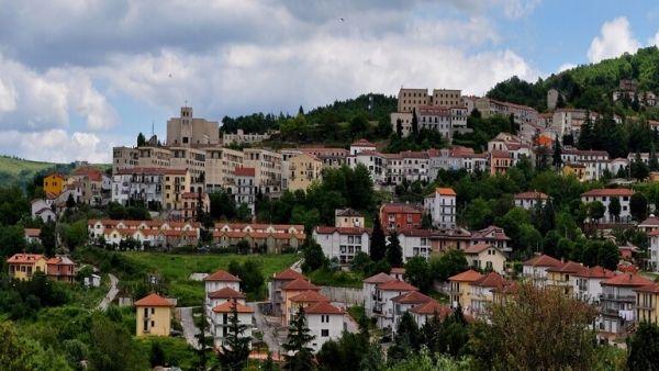 قرية إيطالية تدفع أموال لمن يسكن فيها - University Journal