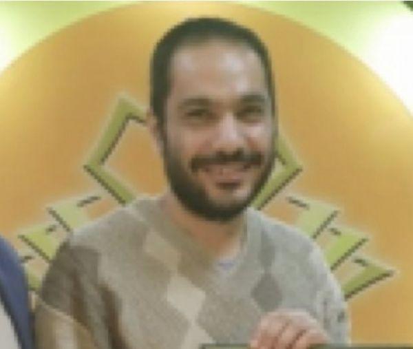 وفاة معلم أمام طلابه أثناء تدريسهم عبر منصة إلكترونية - صحيفة الجامعة