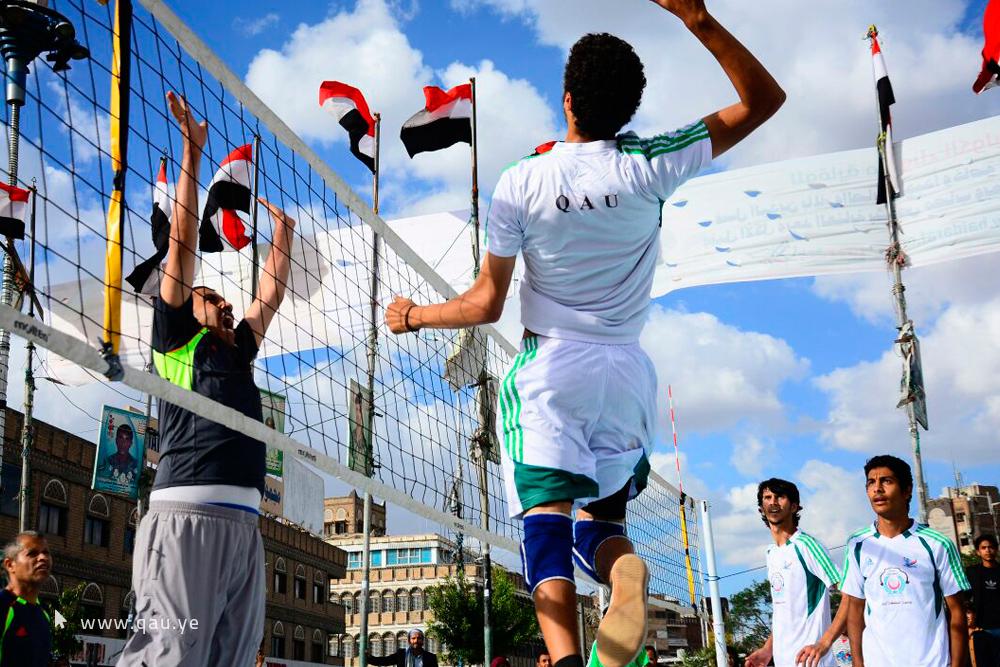 إنطلاق البطولة المفتوحة لكرة الطائرة بميدان التحرير في صنعاء برعاية جامعة الملكة أروى