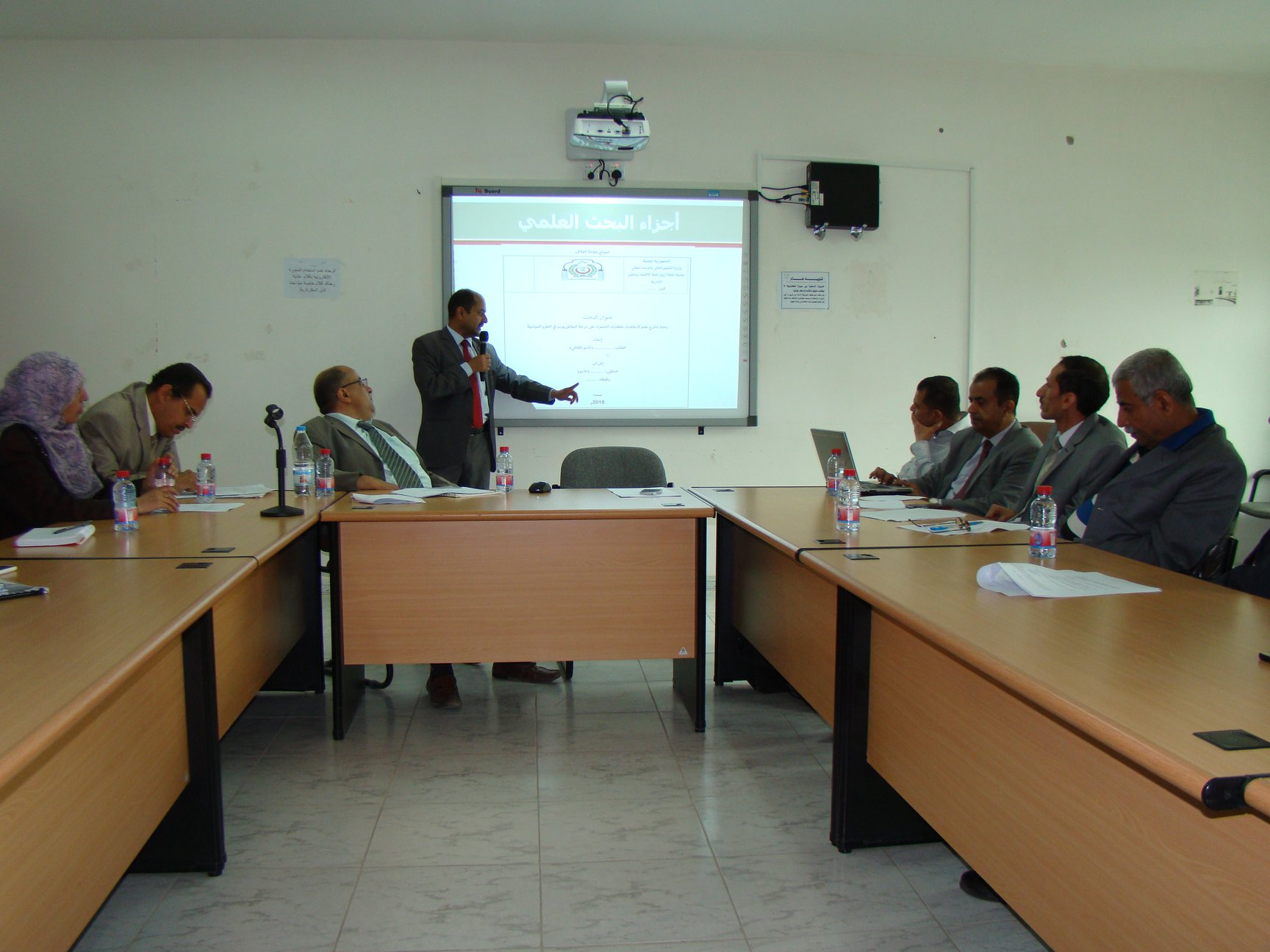 ندوه في كلية الاقتصاد والعلوم الادارية (منهجية البحث العلمي في العلوم السياسية والادارية)